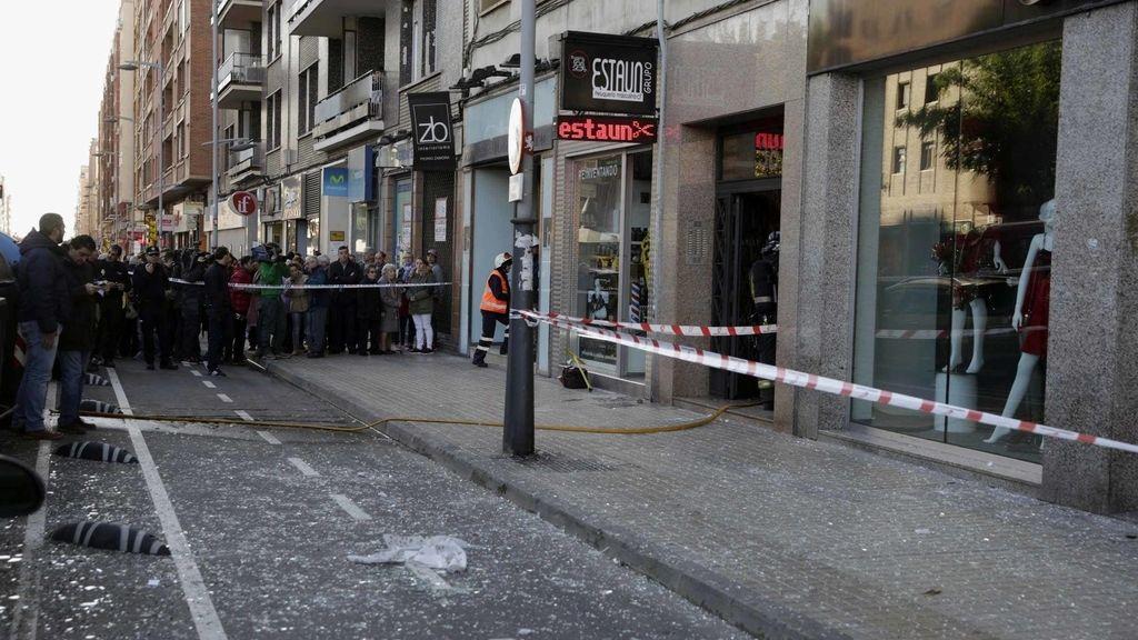 Imagen de la calle zaragozana en donde ha habido una explosión en un edificio
