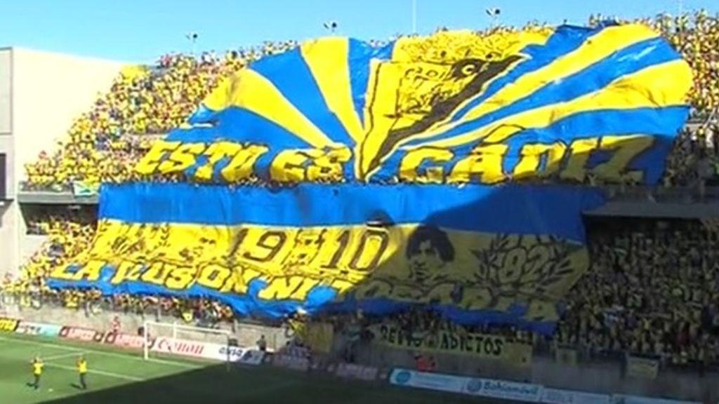 Cádiz se viste de gala para ascender a Segunda