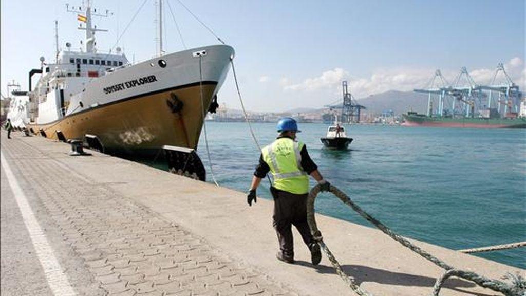 Fotografía del 20 de octubre de 2007 en la que se registró al buque cazatesoros Odyssey Explorer, tras ser abandonado en el puerto de Algeciras, después de que el capitán del barco, Sterling Vorus, se presentara ante un juez y finalizaran las autoridades españolas el registro de la nave. EFE/Archivo