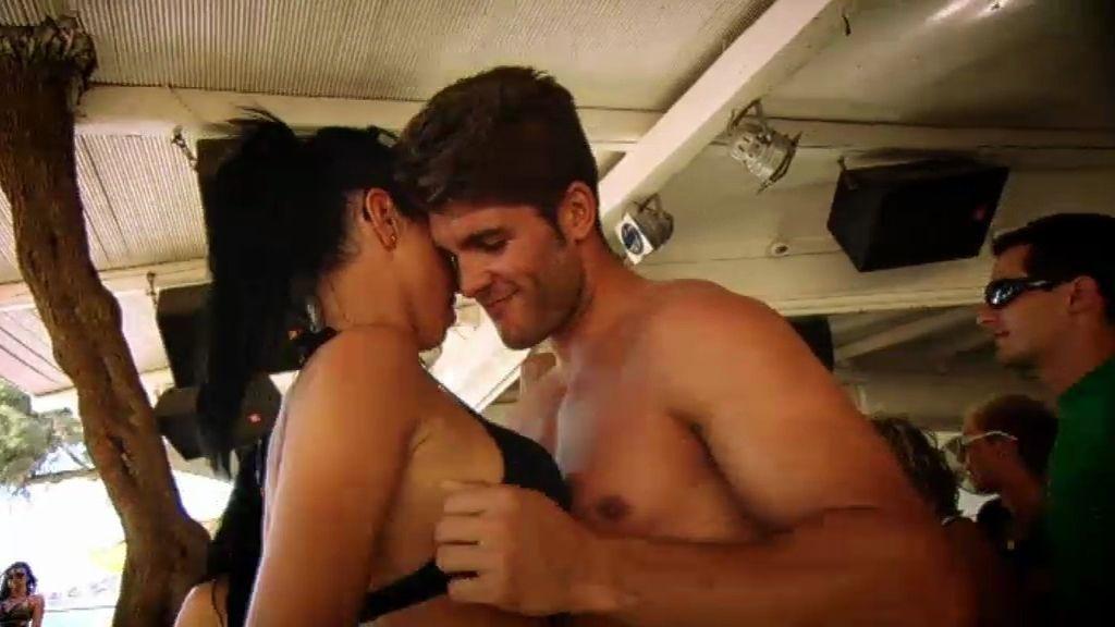 Graci se enfada porque Rubén las ha estado besando a las dos