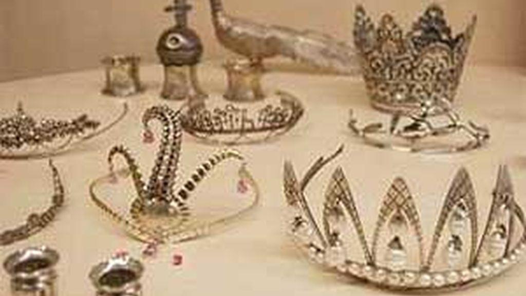 El valor aproximado de las joyas y antigüedades ascendería a los 300 millones de euros, según la denuncia de la víctima. Vídeo: Informativos Telecinco.