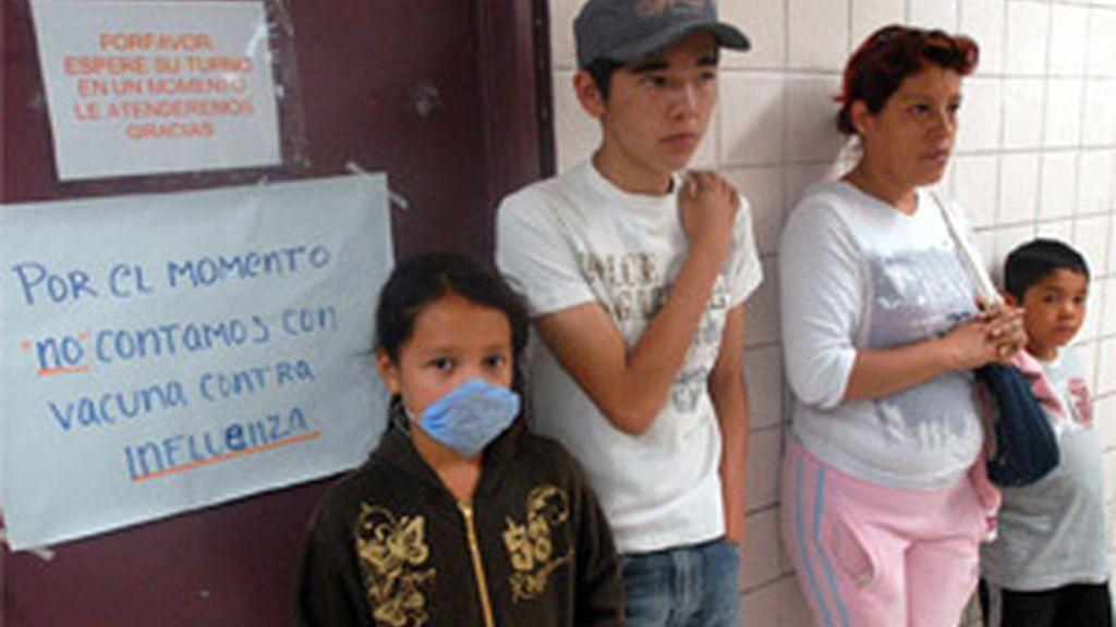 """Además hay 943 casos """"sospechosos"""" de enfermos hospitalizados. Foto: EFE."""