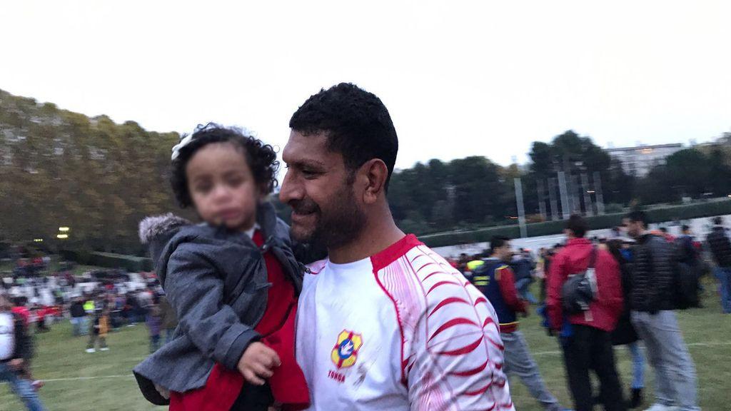 Jugadores y niños se mezclan en el España - Tonga de rugby: una lección para el deporte