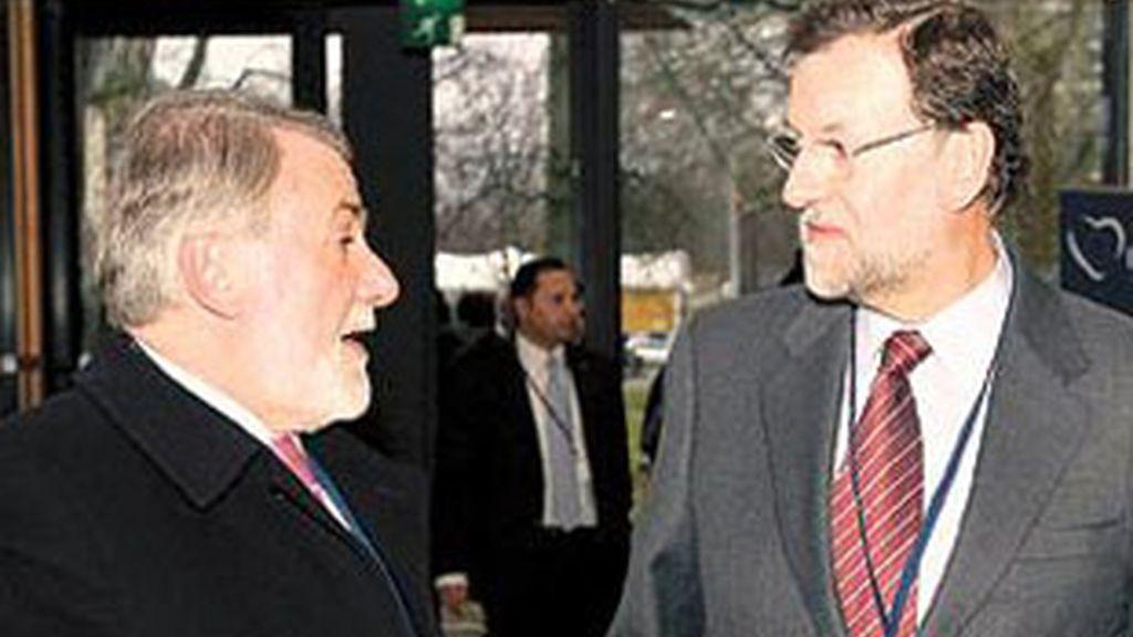 """El presidente del PP ha pedido a los españoles que escuchen a Mayor Oreja porque """"tiene un profundo conocimiento de la materia antiterrorista"""" Vídeo: Atlas."""