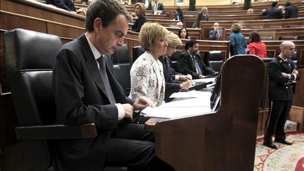 El presidente del Gobierno, José Luis Rodríguez Zapatero, antes del inicio de la sesión de control a su gabinete en el Congreso, que gira en torno a la crisis económica, los presupuestos de 2011 y la reforma del sistema de pensiones. EFE