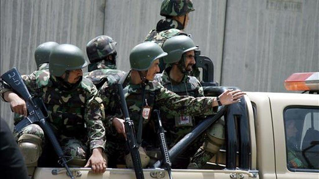 Soldados afganos patrullan Kabul. EFE/Archivo