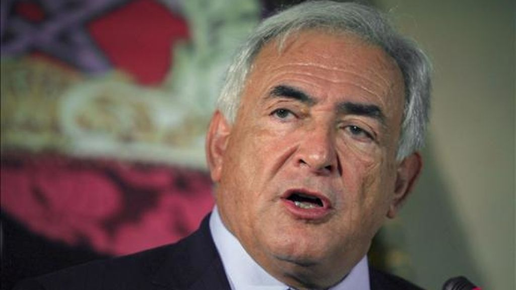 """El director general del Fondo Monetario Internacional (FMI), Dominique Strauss-Kahn, afirmó que los bonos """"ofrecerán a los miembros un instrumento de inversión segura con una rentabilidad razonable"""". EFE/Archivo"""