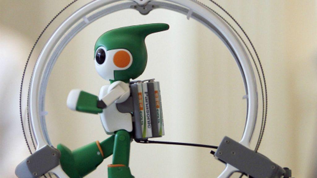 El pequeño robot nadará, pedaleará y correrá una de las rutas de triatlón más duras del mundo.