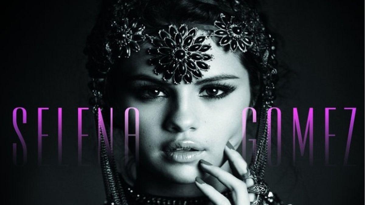 Selena Gómez en la carátula de su primer disco en solitario, 'Stars Dance'