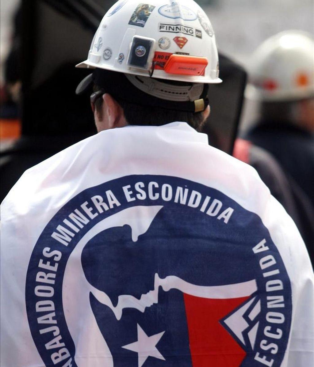 Trabajadores de Minera Escondida, la mayor productora privada mundial de cobre, propiedad de la australiana BHP-Billiton, durante una huelga indefinida en la ciudad de Antofagasta. EFE/Archivo