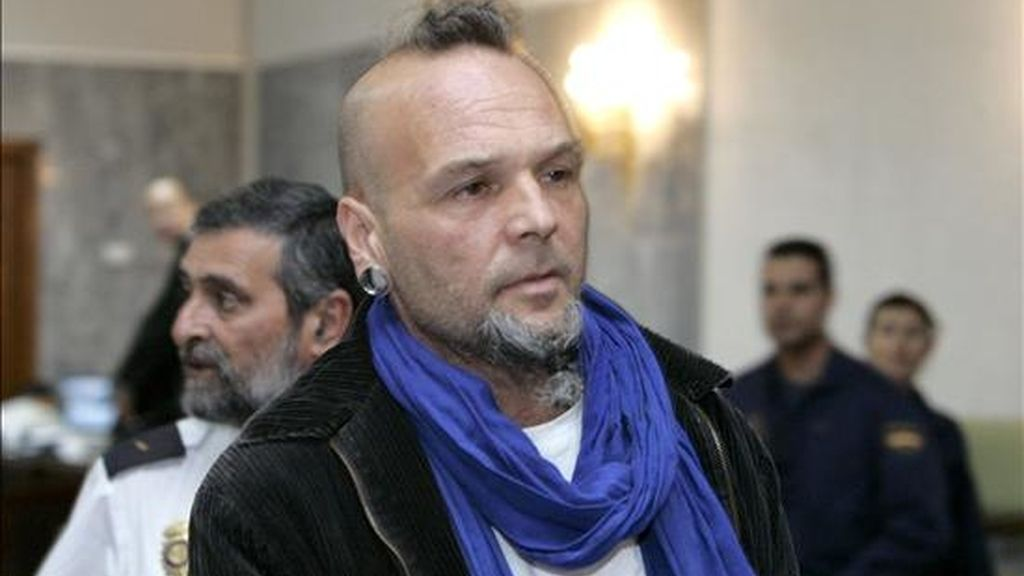 El grancanario Juan Carmelo Santana, de 42 años, tras el juicio la Audiencia Provincial de Las Palmas donde hoy un jurado popular le consideró culpable de asesinato por matar a martillazos a sus caseros británicos en julio de 2006 en la isla de Fuerteventura. EFE