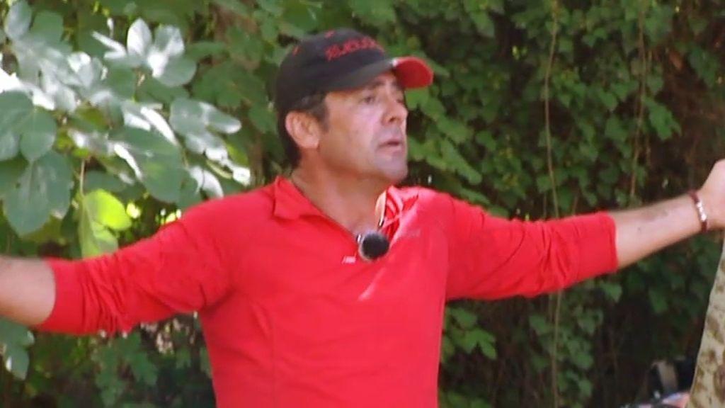 La rabia de Álex con el equipo rojo, en imágenes
