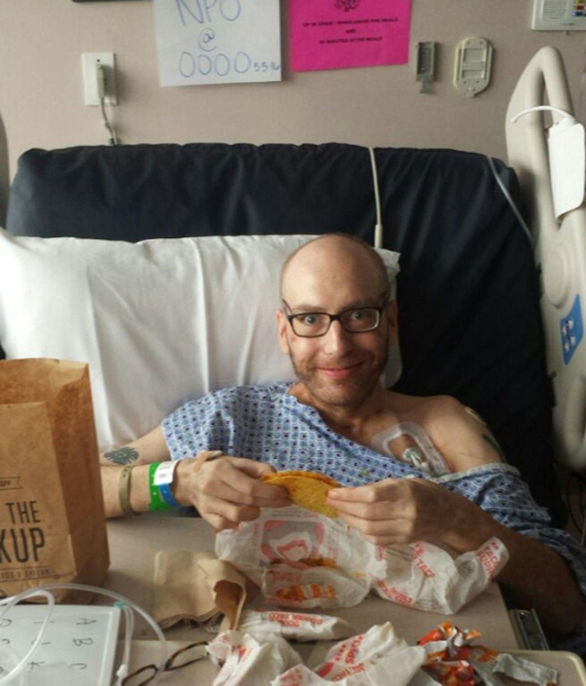 Hombre se despierta tras 48 días en coma y pide un taco