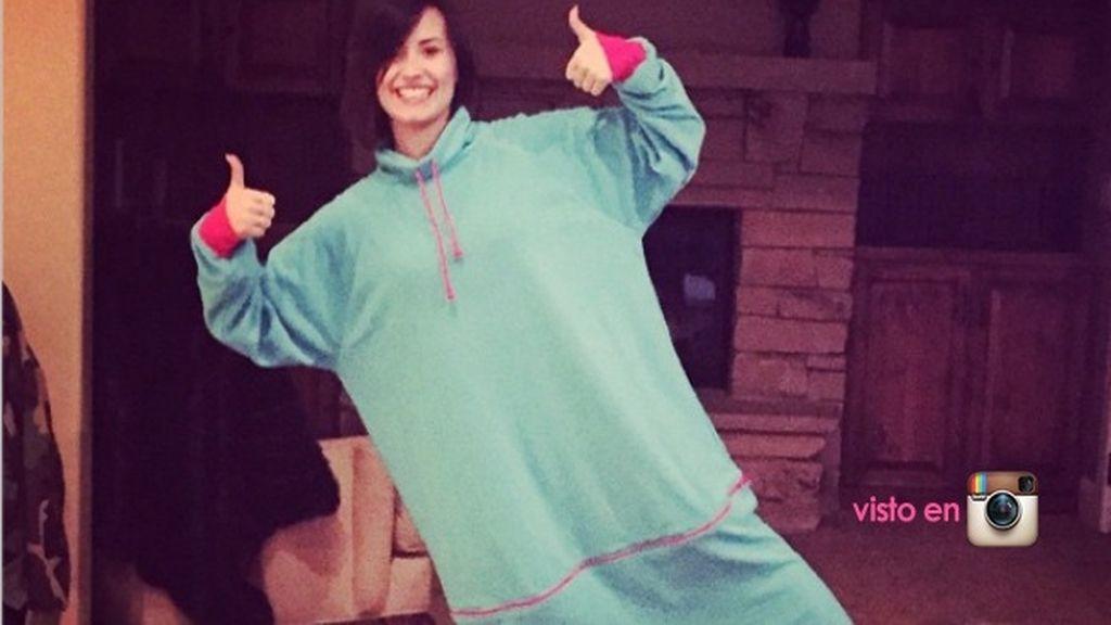 Demi Lovato, tapadas de pies a cabeza