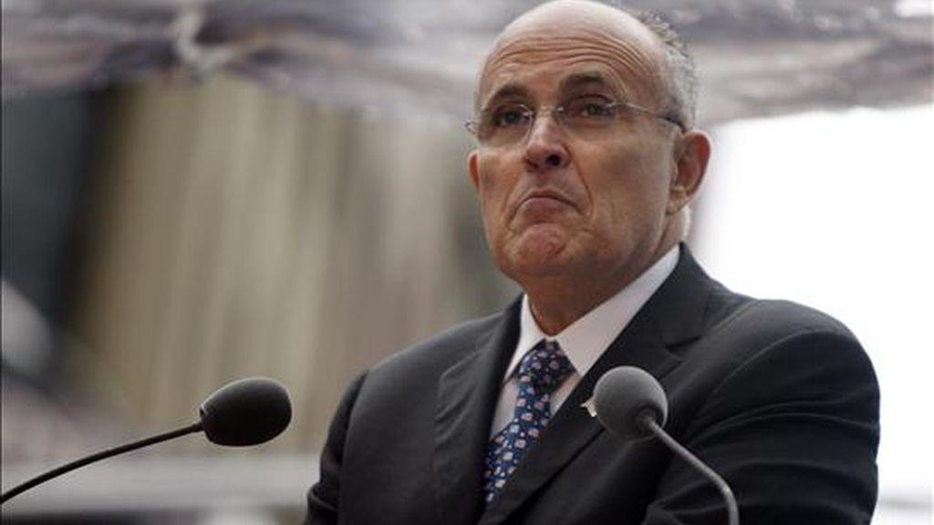 Rudolph Giuliani, quien era el alcalde de Nueva York cuando se cometieron los atentados del 11 de septiembre de 2001, no apareció por la comisaría, según destaca el rotativo neoyorquino. EFE/Archivo