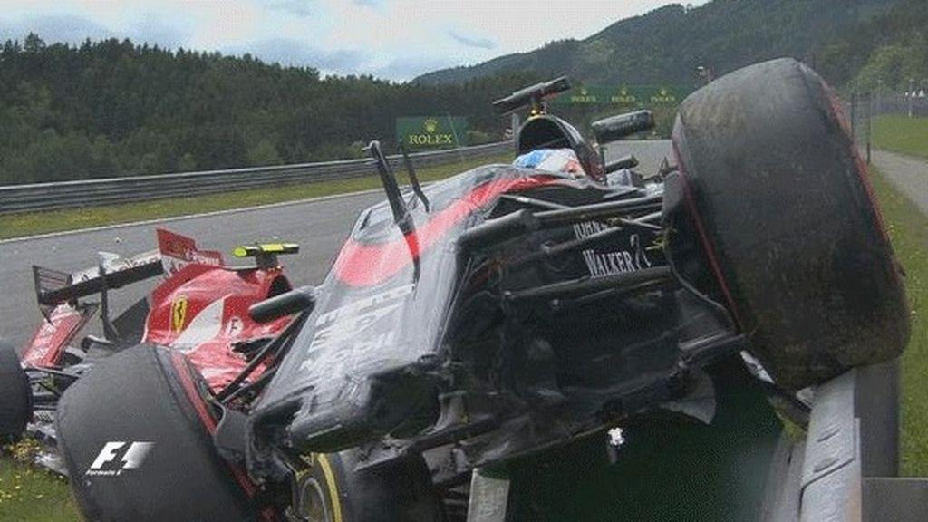 Alonso abandona tras un aparatoso accidente con Raikkonen