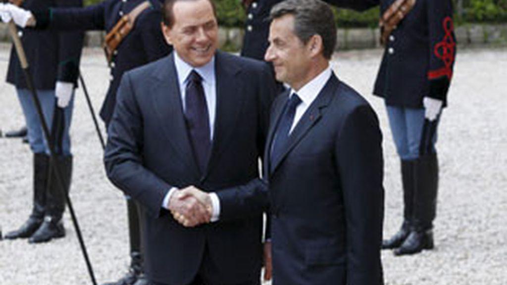 Silvio Berlusconi y Nicolás Sarkozy piden cambios. Vídeo: Atlas.