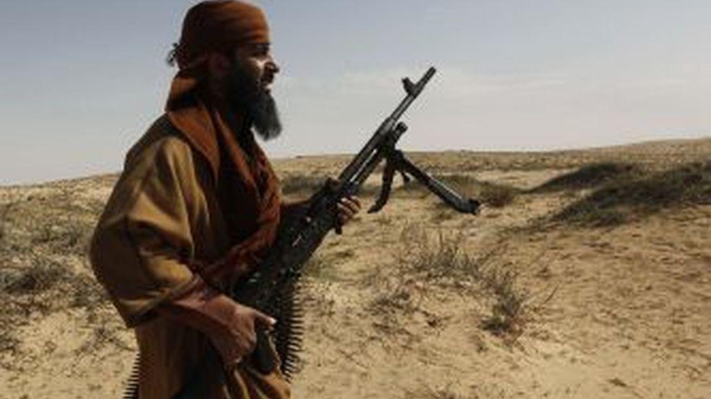 Un rebelde libio en Brega. Foto: GTRES