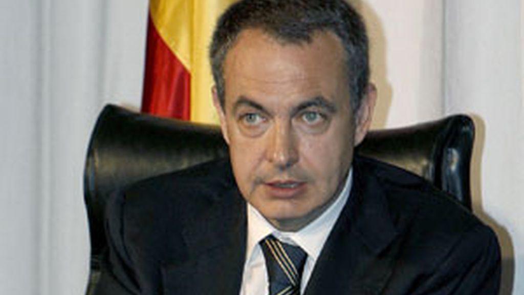 Zapatero durante la presentación del libro del juez Garzón. Foto:EFE