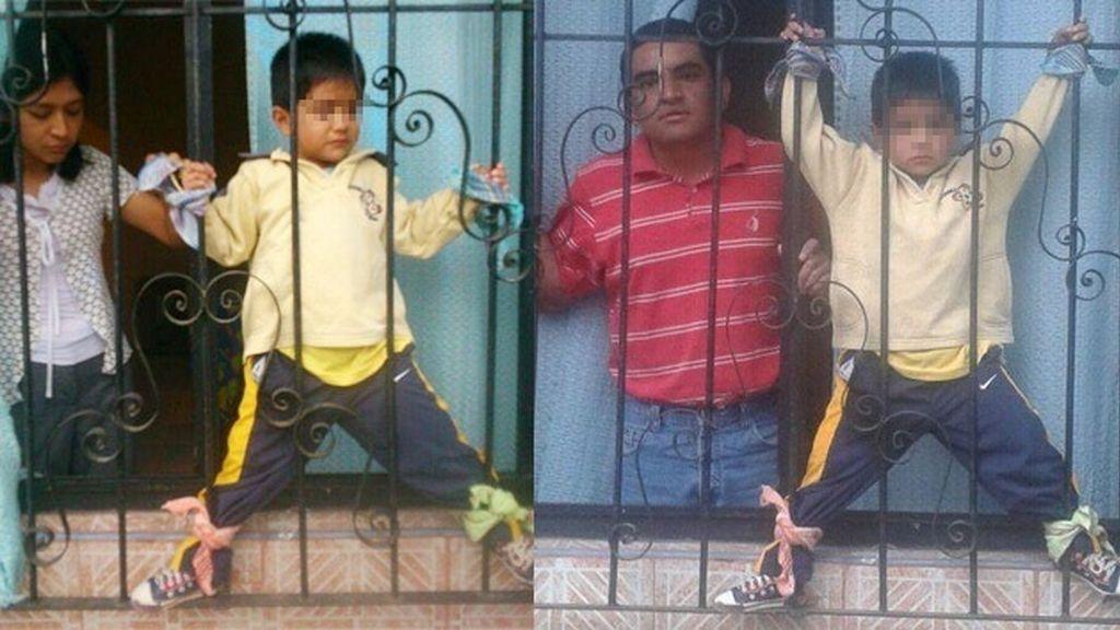 Unos padres castigan a su hijo atándole a la ventana