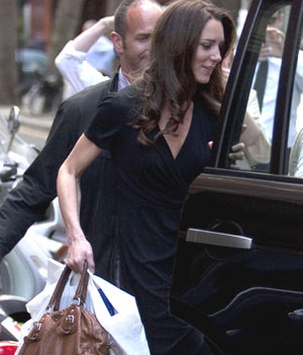 Kate Middleton, en una de sus últimas salidas de compras por Londres antes de su enlace matrimonial. Foto: