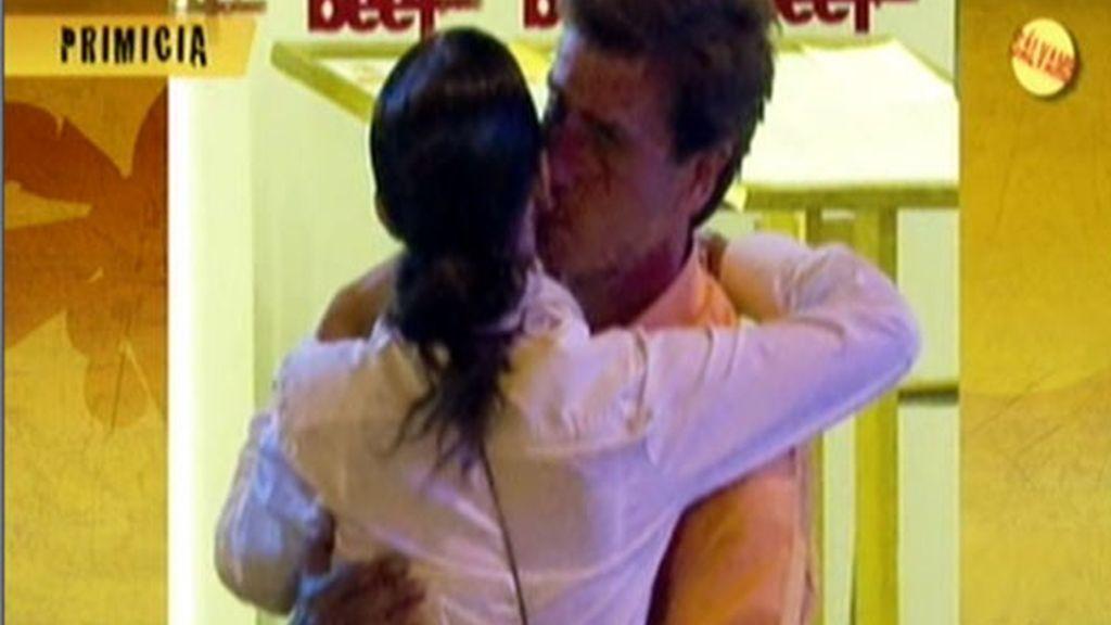 Cayetano  y Cecilia, muy cariñosos
