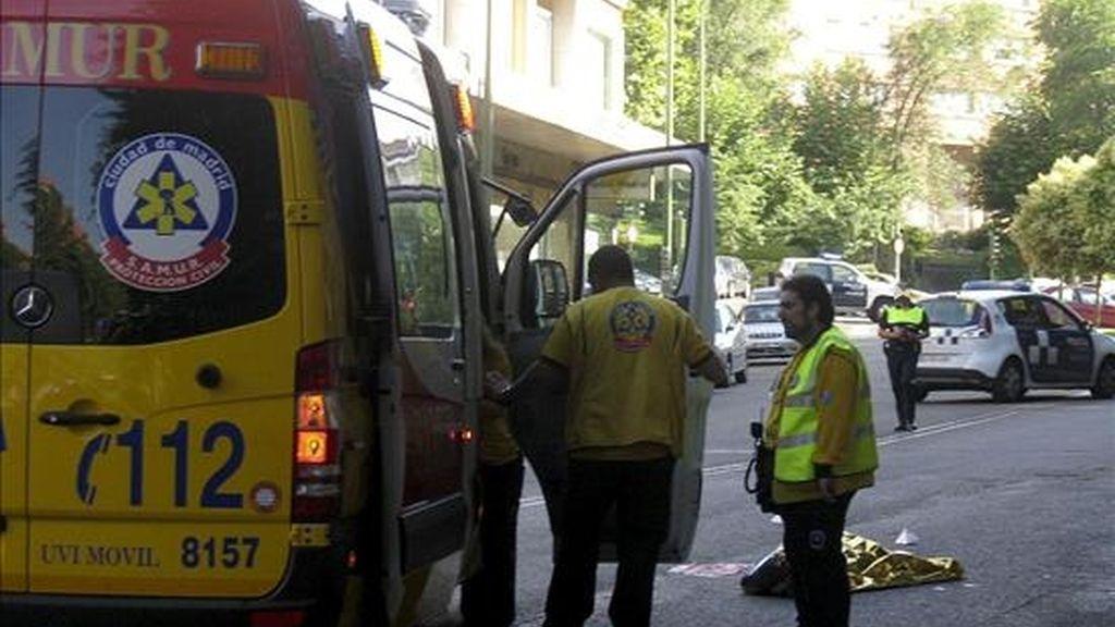 Un hombre de 67 años murió atropellado en la Avenida Nuestra Señora de Fátima, del distrito madrileño de Carabanchel, por un turismo cuyo conductor se ha dado a la fuga. EFE/Ayuntamiento de Madrid