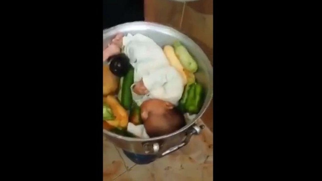 Indignación por la broma de un padre que simula que su bebé es la cena