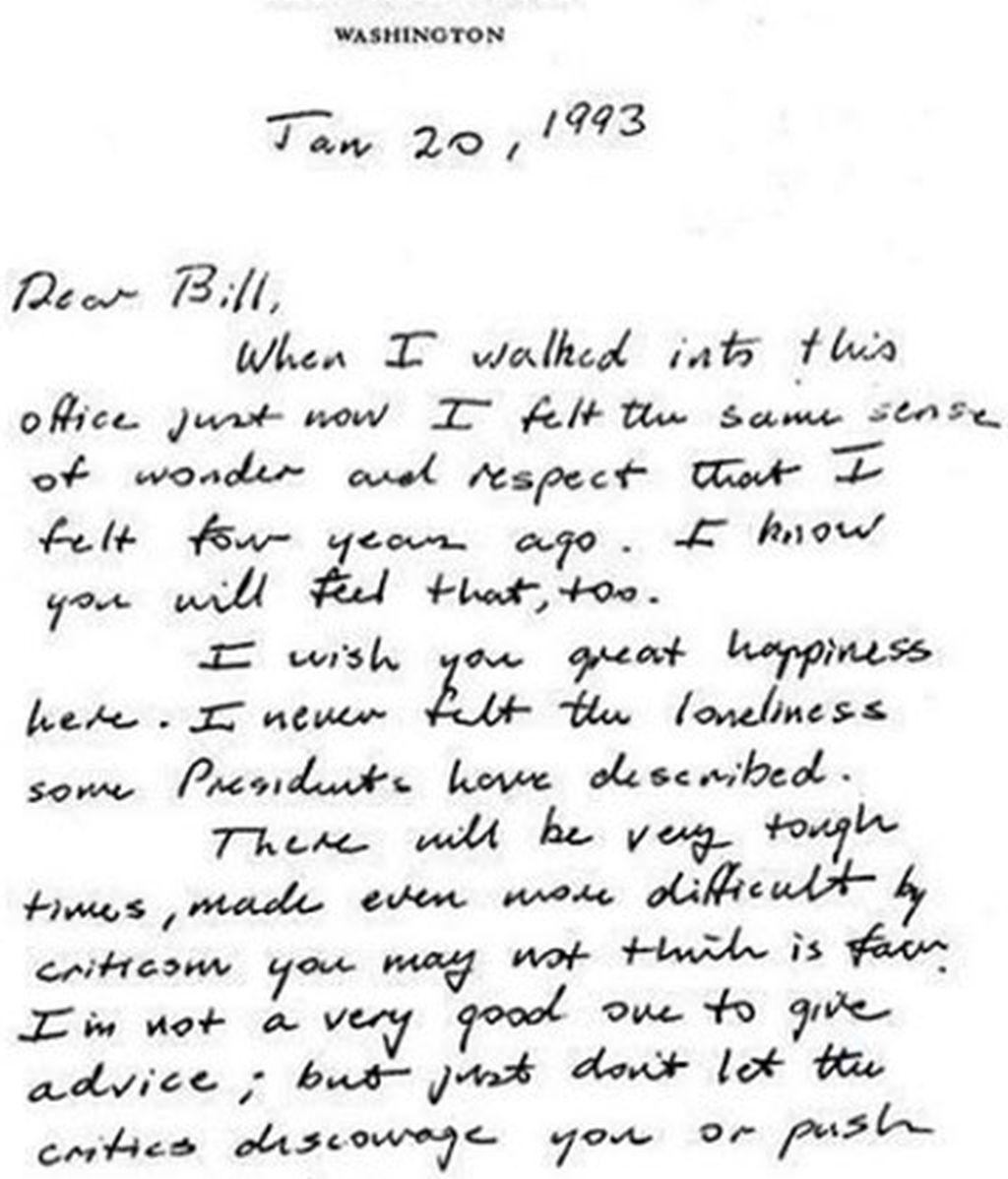 La antigua carta de bienvenida de Bush padre a Bill Clinton que triunfa en las redes