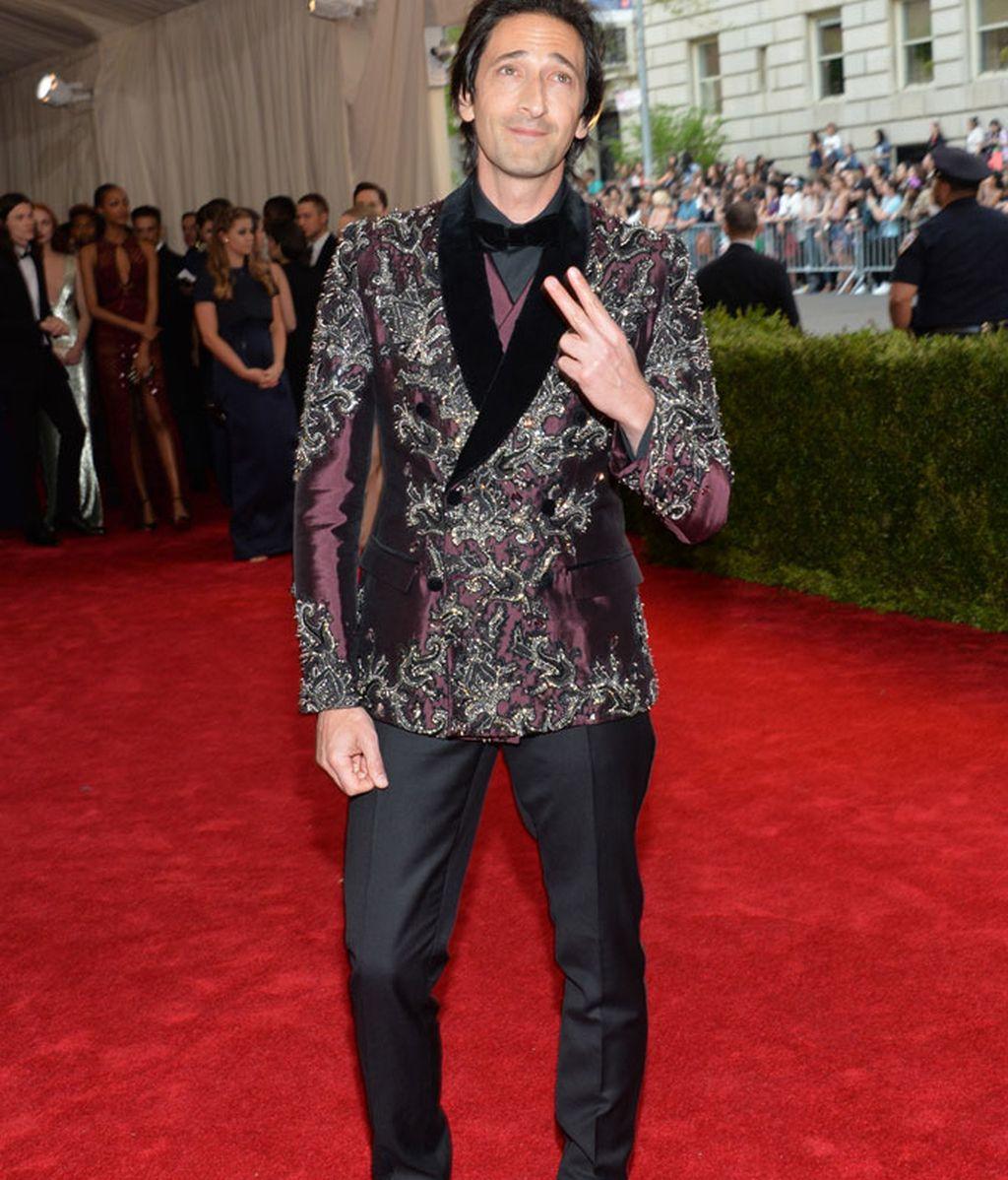 Adrien Brody con traje de Dolce & Gabbana