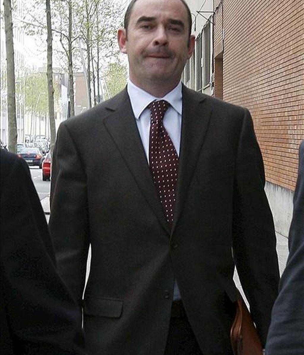 El juez decano de Barcelona, José Manuel Regadera, a su llegada a un juzgado de violencia doméstica para declarar como imputado tras ser denunciado por su esposa. EFE