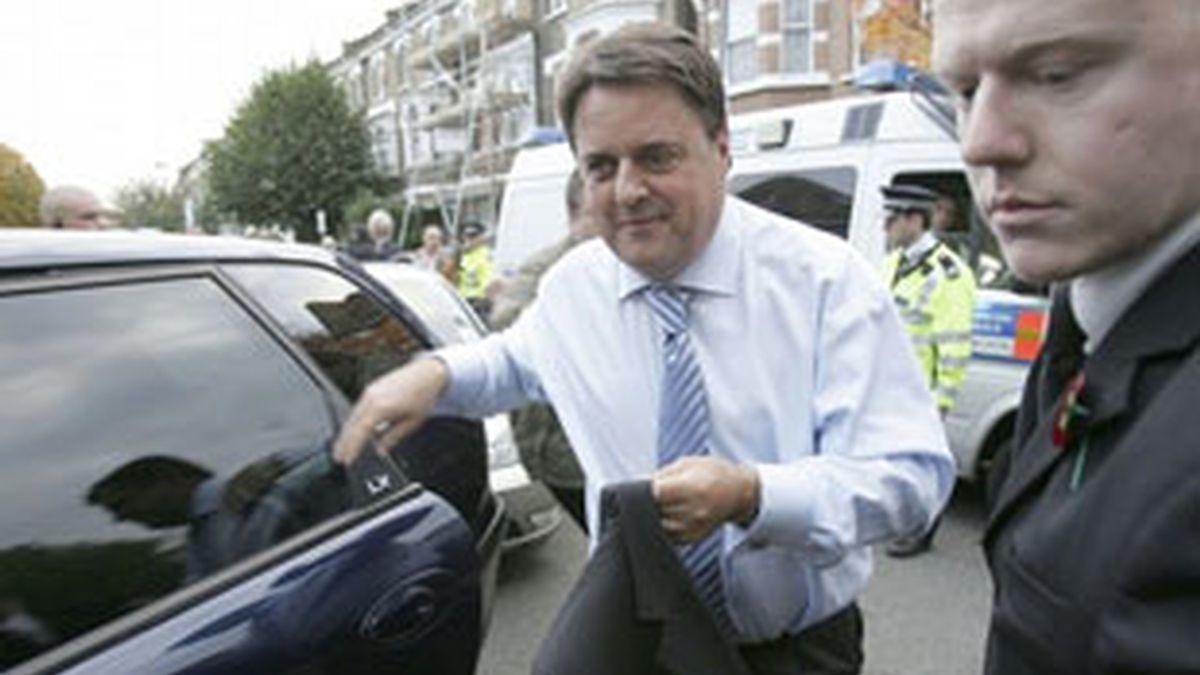 El líder ultraderechista Nick Griffin a su llegada a la cadena BBC. Foto: Reuters.
