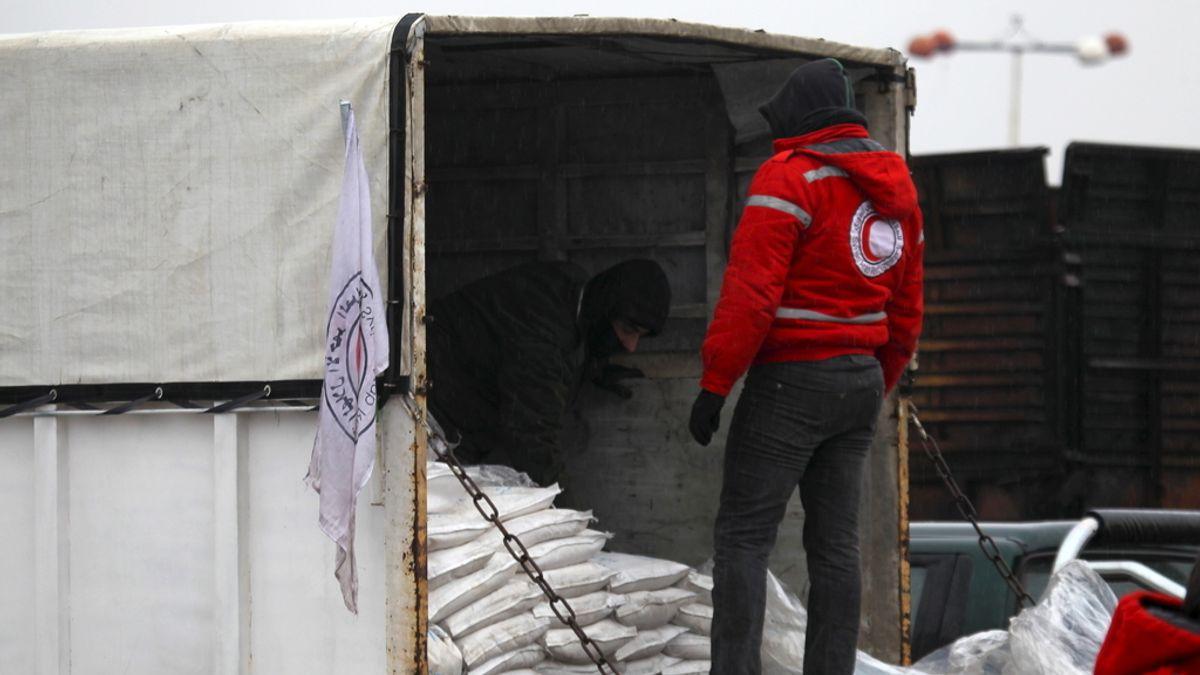 Comienza a entrar la ayuda humanitaria a las ciudades sirias