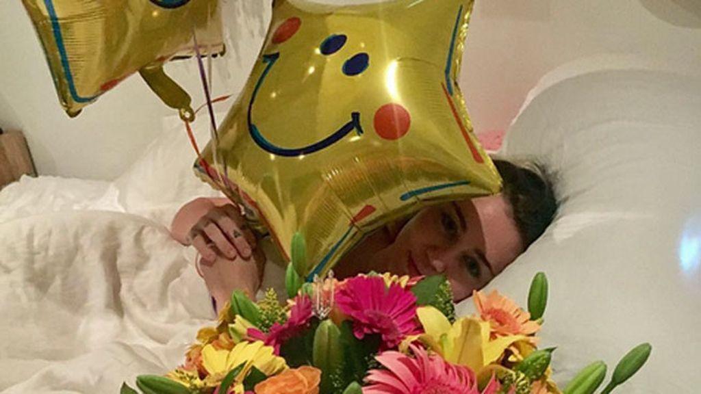 """Liam la ha despertado entre globos y flores: """"Gracias mi amooooor"""", ha escrito ella"""