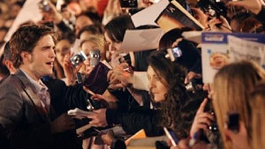 Robert Pattinson en la premiere de 'Remember Me' en Londres. Foto: AP