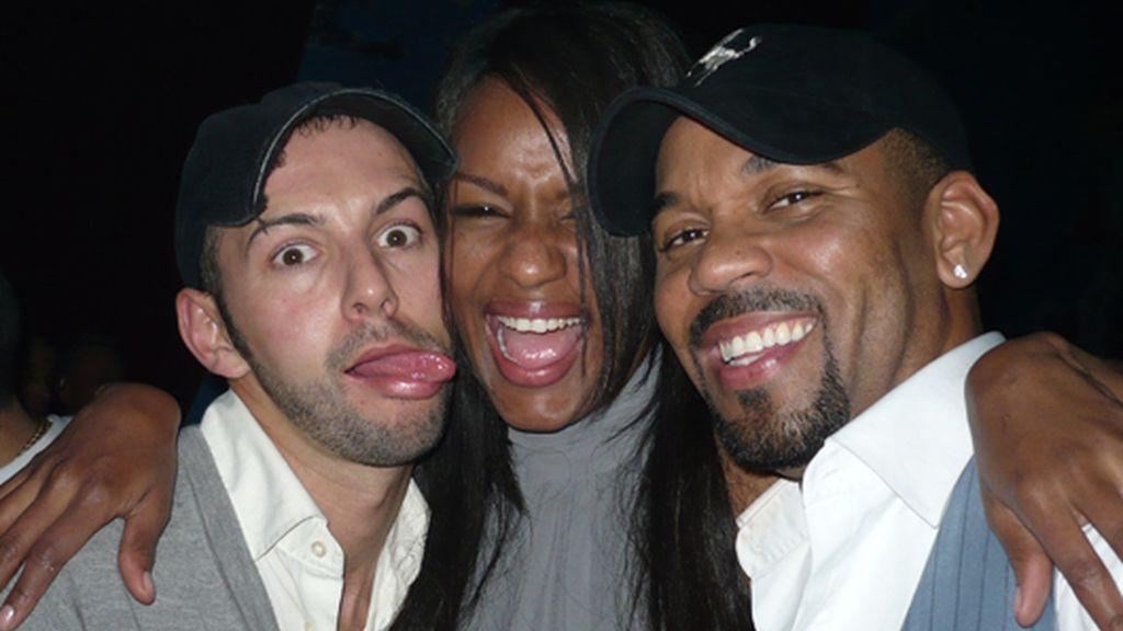 Liz junto a Chipper y su marido, Carles, en la fiesta