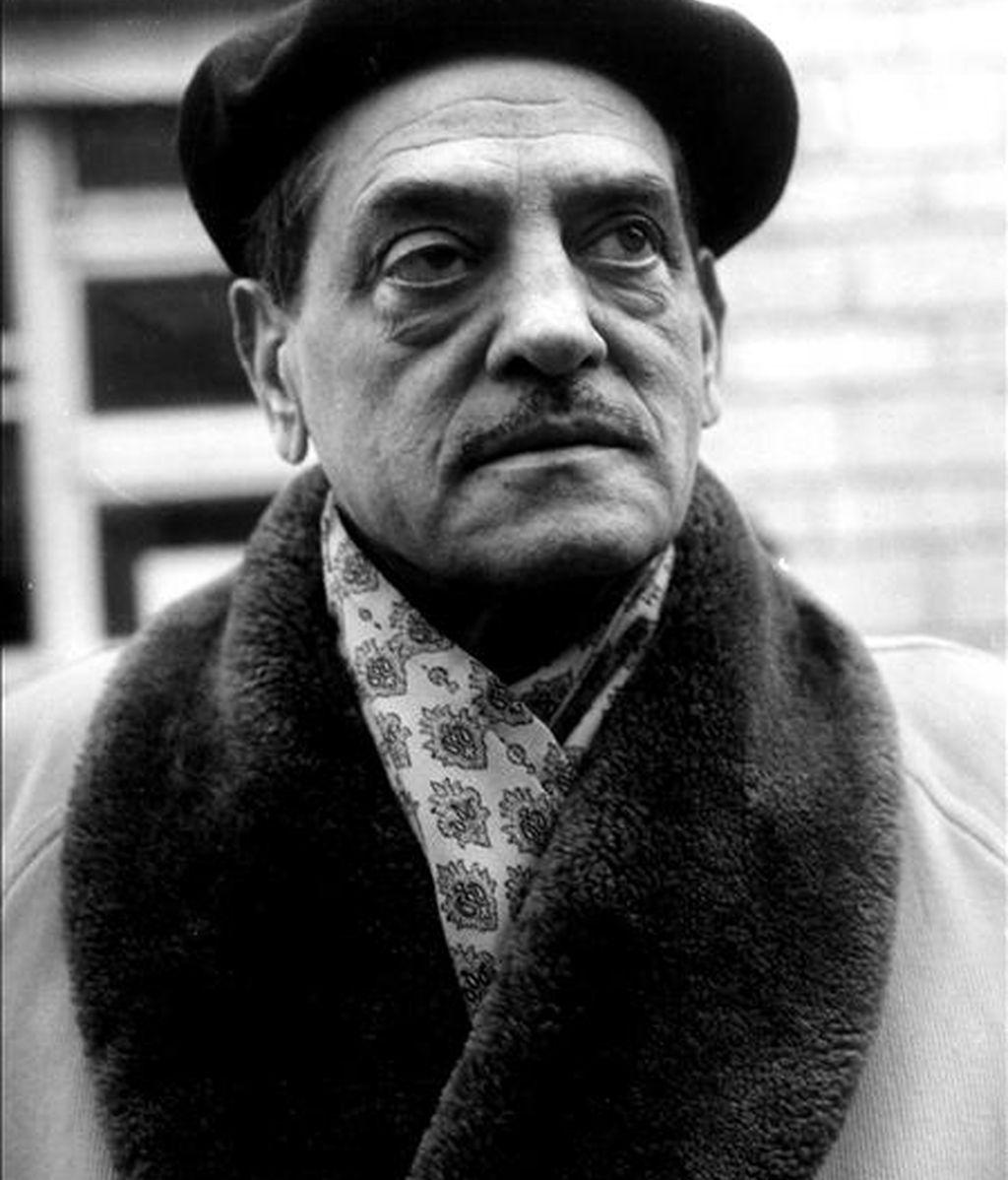 Luis Buñuel rodaba sus películas en un tiempo récord y uno de los elementos que le ayudaba a lograrlo era el arduo trabajo de búsqueda de localizaciones, que fotografiaba con tal precisión que fijaba hasta los encuadres de los planos, como muestra una exposición de imágenes para sus rodajes en México. EFE/Archivo