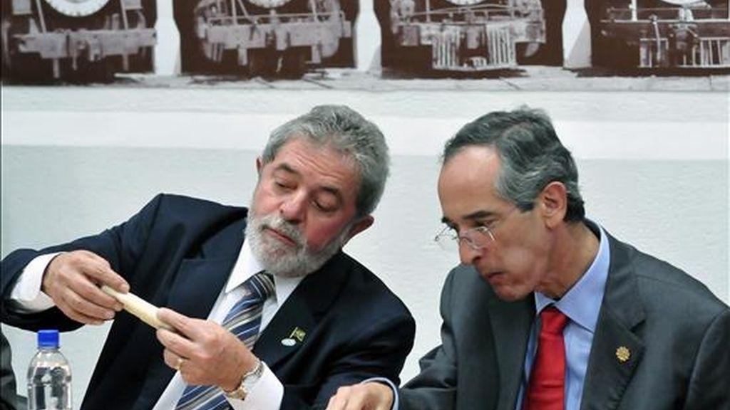Lula, que finalizó hoy una visita oficial de 24 horas a Guatemala, conoció también de cerca los programas de combate de la pobreza que el Gobierno de Colom impulsa, inspirados en las políticas brasileñas. EFE