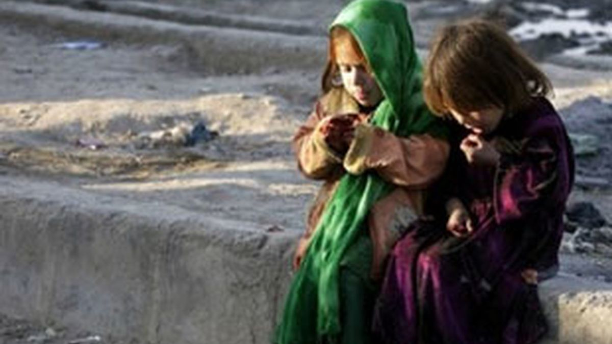 Imagen de archivo de dos niños en Kabul. Foto: AP.