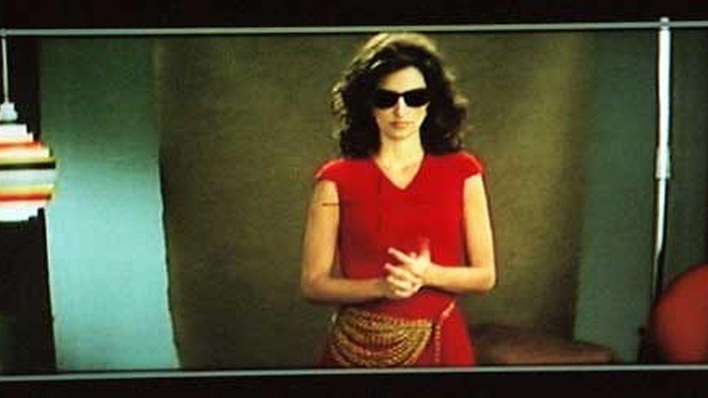 Fotografía de Penélope Cruz reflejada en un monitor. Foto: Pedro Almodóvar