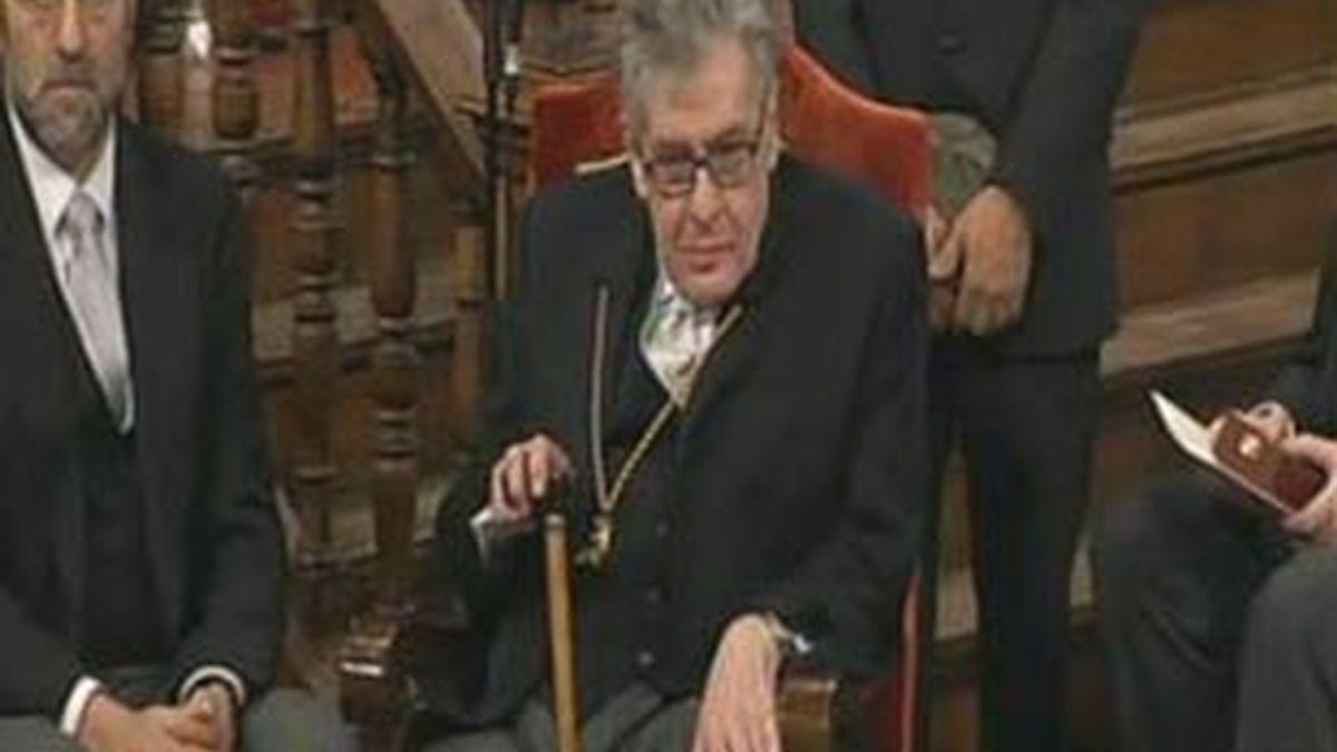 José Emilio Pacheco ha perdido los pantalones antes de recibir el Cervantes. Video: Informativos Telecinco