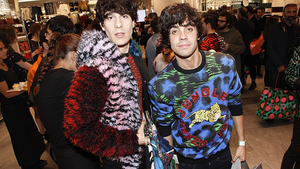 Javi Calvo y Javi Ambrossi enloquecieron con esta colorida colección