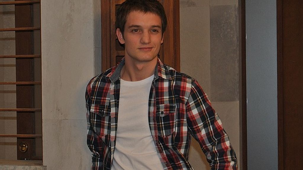 Jacobo, interpretado por Álex Batllori, un adolescente muy responsable