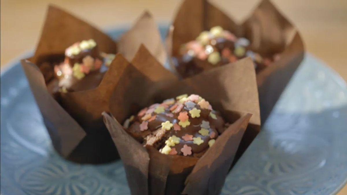 Muffins de chocolate negro con praliné de avellana