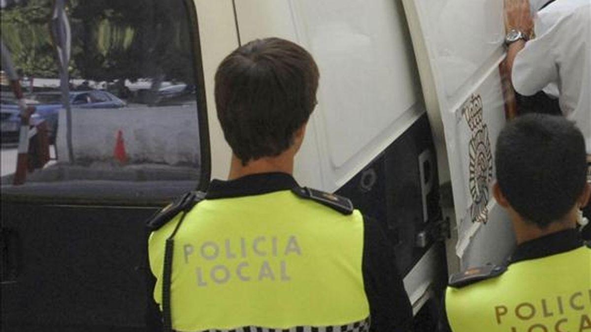 """Policías locales de Marbella durante las detenciones por el """"caso Malaya"""". EFE/Archivo"""