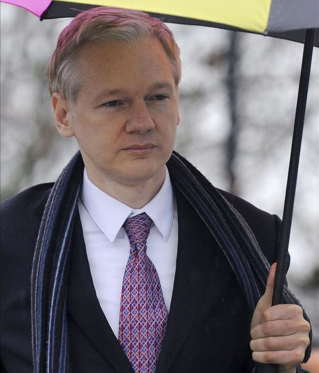 El fundador de Wikileaks, Julian Assange, llega al Belmarsh Magistrates Court para la tercera jornada de la vista judicial sobre su extradición a Suecia, en Londres, el pasado 11 de febrero. EFE/Archivo