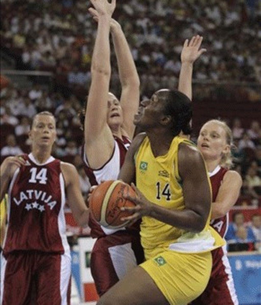 78-79. Letonia sobrevive y elimina a las brasileñas