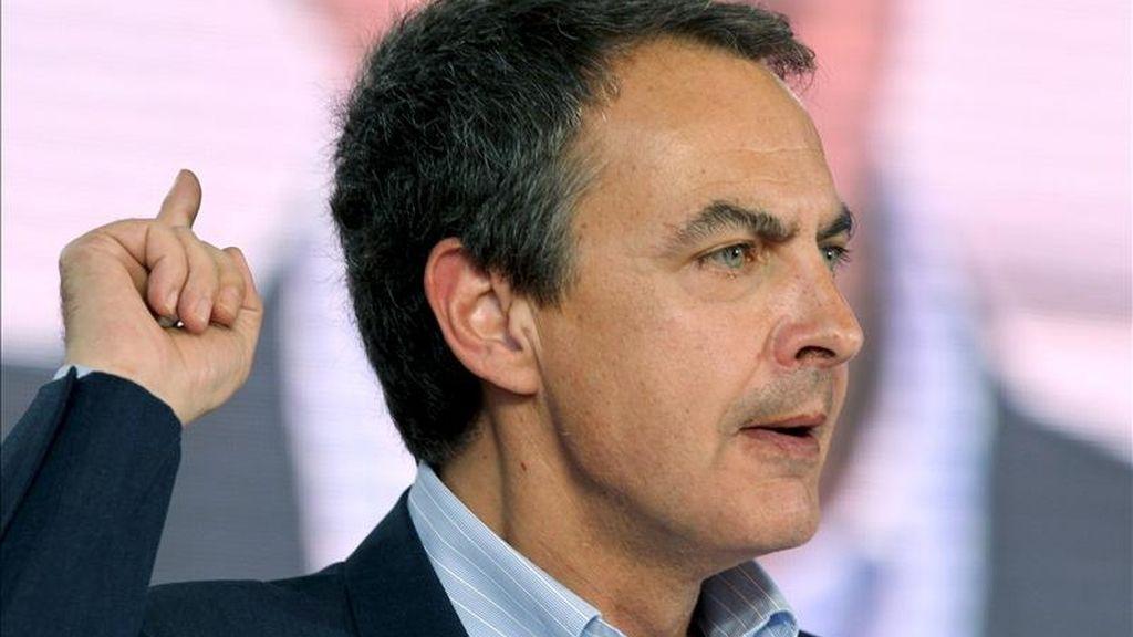 El presidente del Gobierno, José Luis Rodríguez Zapatero, ha criticado hoy al PP en la Ejecutiva Federal del PSOE por utilizar el terrorismo como instrumento de combate político y ha subrayado la debilidad del líder de la oposición, Mariano Rajoy, ante los sectores más radicales de su partido. EFE/Archivo