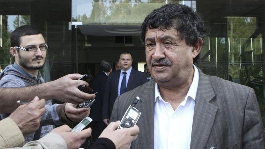 Abdelati Obeidi, ex-primer ministro libio y nuevo responsable de Exteriores, habla con la prensa tras la reunión que mantuvo con su homólogo chipriota, Markos Kyprianou. EFE