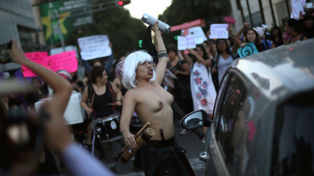 Miles de mujeres protestan en México contra los feminicidios